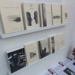 Collections des éditions Plaisir de Lire dans la vitrine spéciale de la librairie Albert-le-Grand de Fribourg.