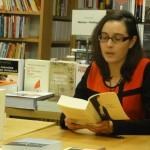 "Rachel Zufferey en pleine lecture de ""La Pupille de Sutherland""."