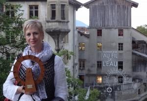 Catherine Gaillard-Sarron devant les moulins Rod à Orbe. [DR]